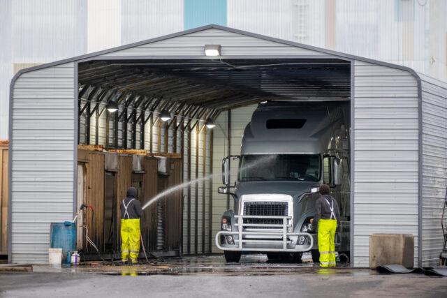 How to Wash Big Trucks Properly